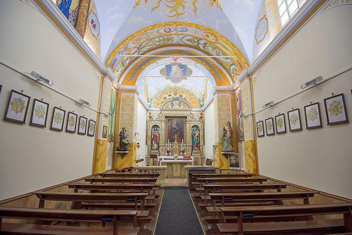 Kirchenschiff-AltarS